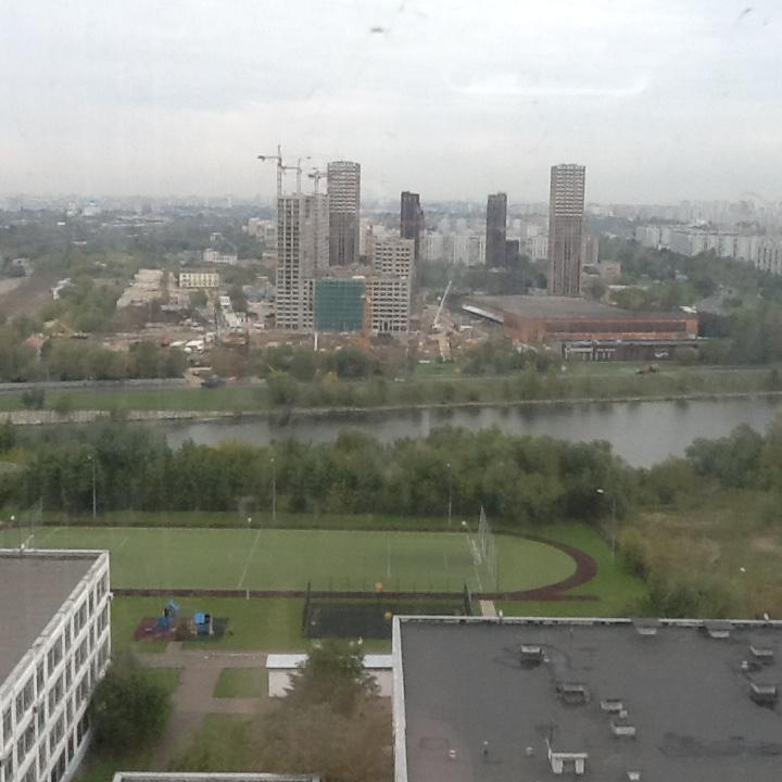 Город строится